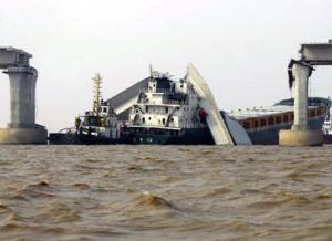 suramadu ditabrak kapal besar